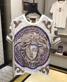 Versace spring/summer 2019 is the latest short-sleeved T-shirt in the royal collection