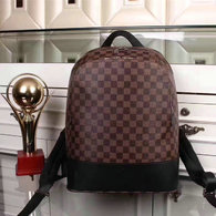 LV Backpack AAA (233)