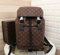 LV Backpack AAA (216)