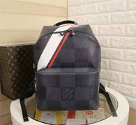 LV Backpack AAA (224)