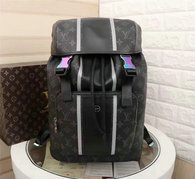 LV Backpack AAA (218)