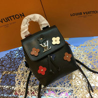LV Backpack AAA (227)