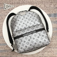 LV Backpack AAA (220)