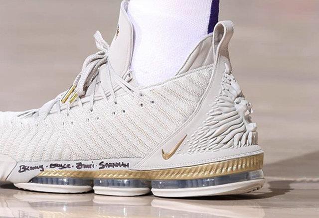 separation shoes c21fa a8feb Nike LeBron 16 HFR