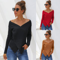 Loose knitted sweater with long sleeves with dot hollow