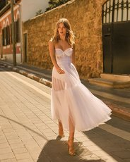 Breast-wiping and back-baring evening dress