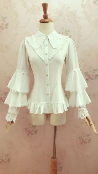 Lolita shirt with flared sleeves and pointed collars