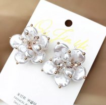 Handmade Freshwater Pearl Bead Flower Earrings for Ladies