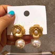 Retro Flower Pearl Earrings for ladies.gold earrings