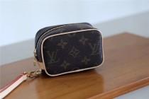 Louis Vuitton Women bag  (12x8x5cm)