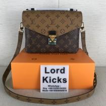 Louis Vuitton Women bag (25cm)