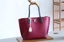 Louis Vuitton Women bag (M55028)