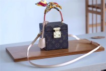 Louis Vuitton Women bag (M53464)