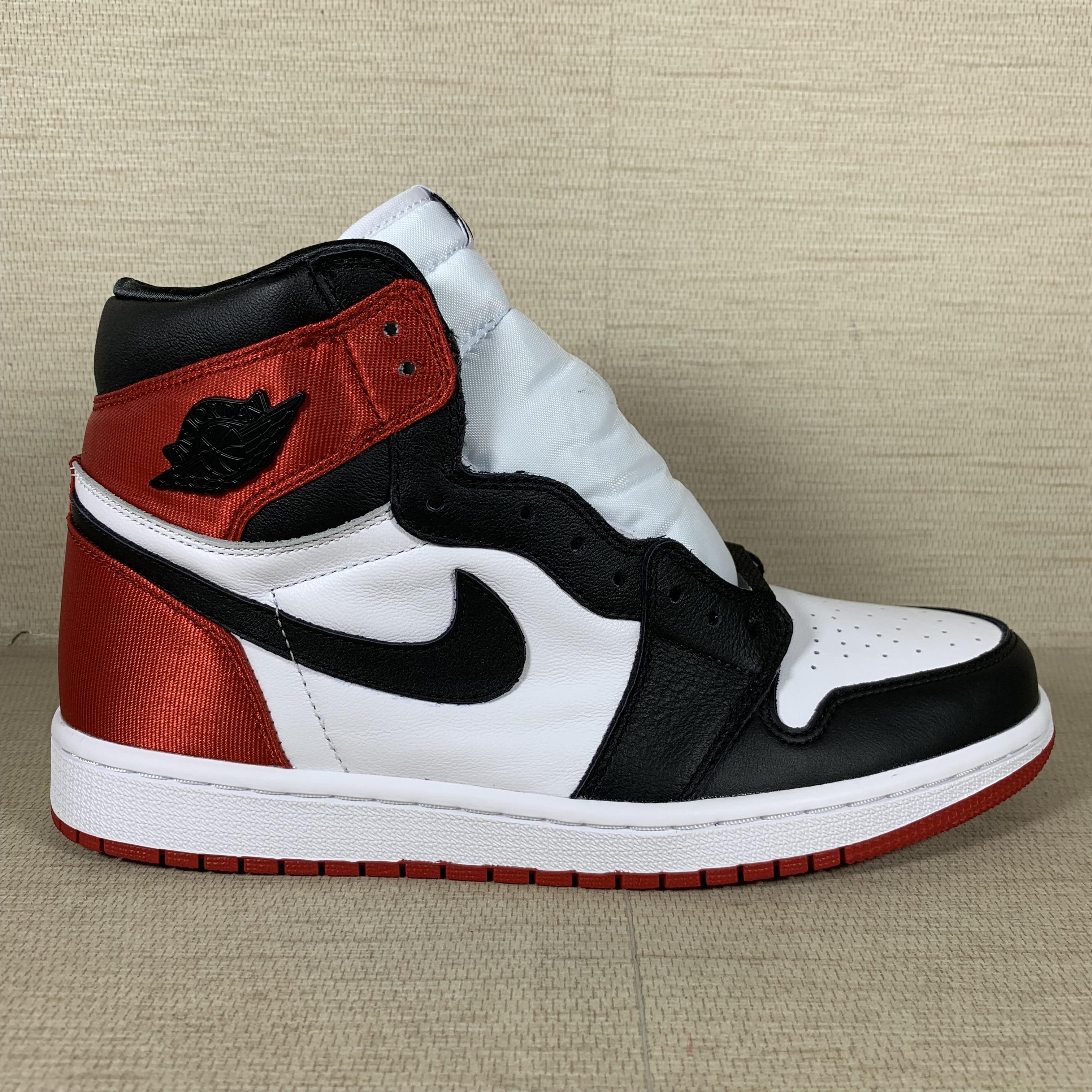 Jordan 1 Retro High Satin Black Toe (W