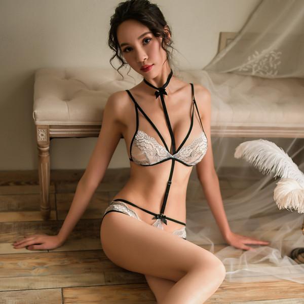 束縛風情蕾絲白色三點式【文胸+內褲+掛脖吊頸】