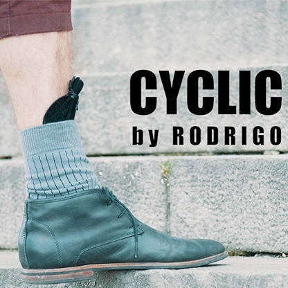 CYCLIC RING (Black Gimmick and Online Instructions) by Rodrigo Romano