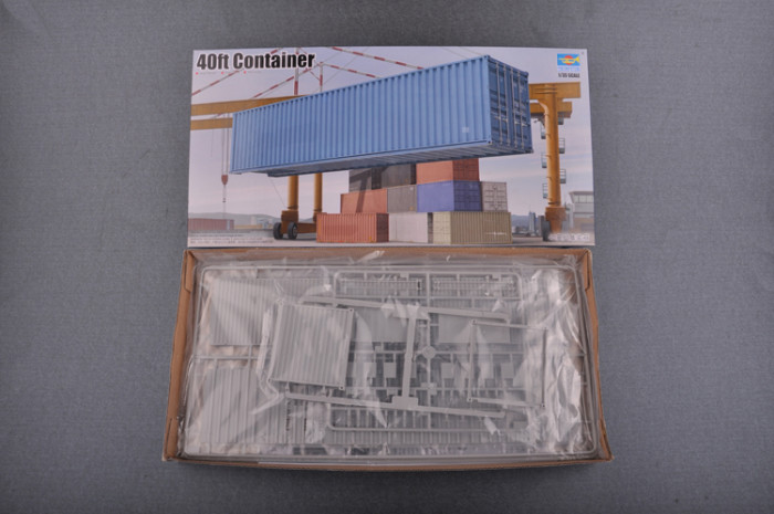 Trumpeter 01030 1/35 Scale 40ft Container CHINA SHIPPING Plastic Assembly Model Kit