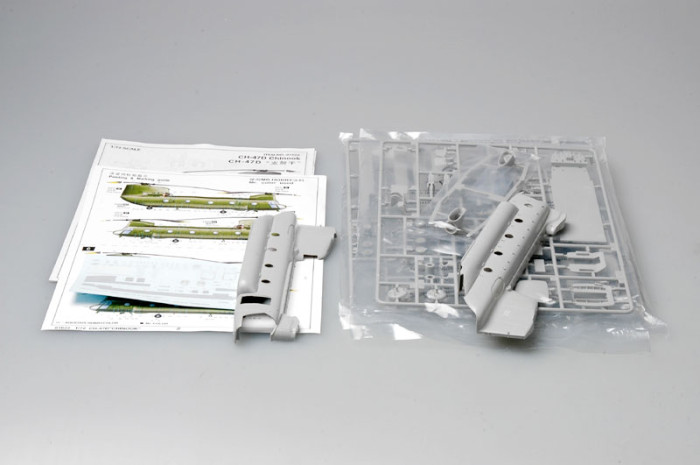 Trumpeter 01622 1/72 Scale CH-47D Chinook Helicopter Military Plastic Aircraft Assembly Model Kit