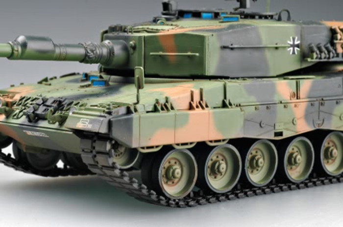 HobbyBoss 82401 1/35 Scale German Leopard 2 A4 Tank Armor Plastic Assembly Model Kits