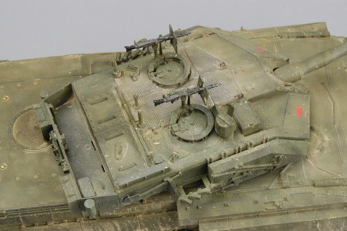 Trumpeter 00394 1/35 Scale Italian C1 Ariete MBT with Uparmored Military Plastic Tank Assembly Model Kit