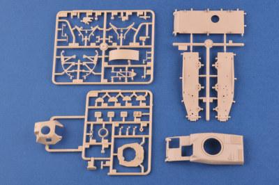 HobbyBoss 83893 1/35 Scale French R39 Light Infantry Tank Plastic Assembly Model Kits
