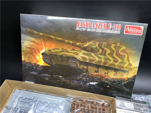Amusing Hobby 35A017 1/35 Scale German Jagdpanzer E-100 Military Plastic Assembly Model Kit with Metal Barrel