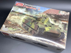 Amusing Hobby 35A018 1/35 Scale WWII German Panzerkampfwagen Panther II Military Plastic Tank Assembly Model Kits
