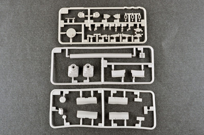 Trumpeter 09579 1/35 Scale Russian T-80UE-1 MBT Military Plastic Tank Assembly Model Kits