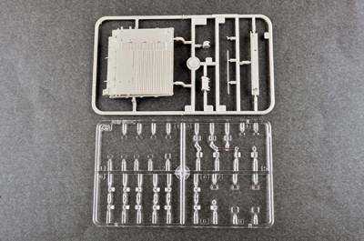 Trumpeter 09581 1/35 Scale Russian T-80UD MBT Early Military Plastic Tank Assembly Model Kit
