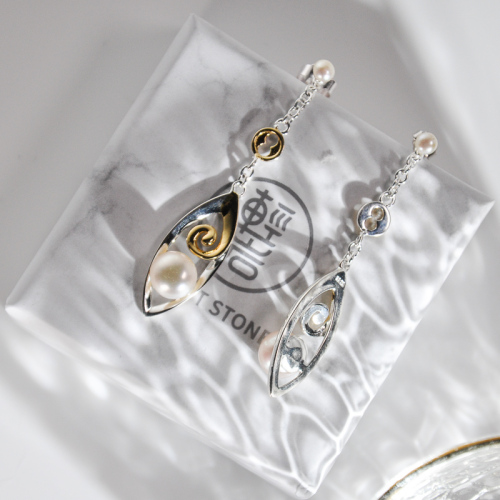 Lucky Clouds - Pearl Silver Earrings