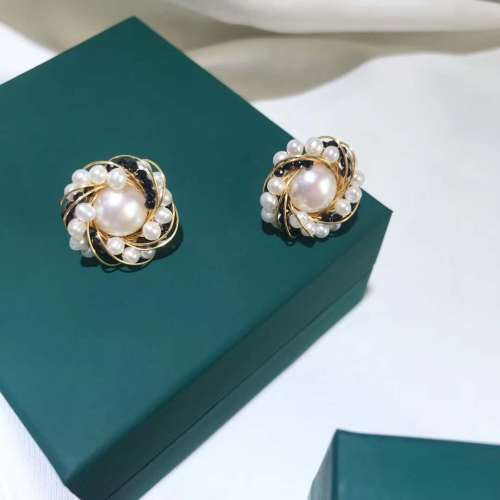 Camellia - Elegant Pearl Earrings