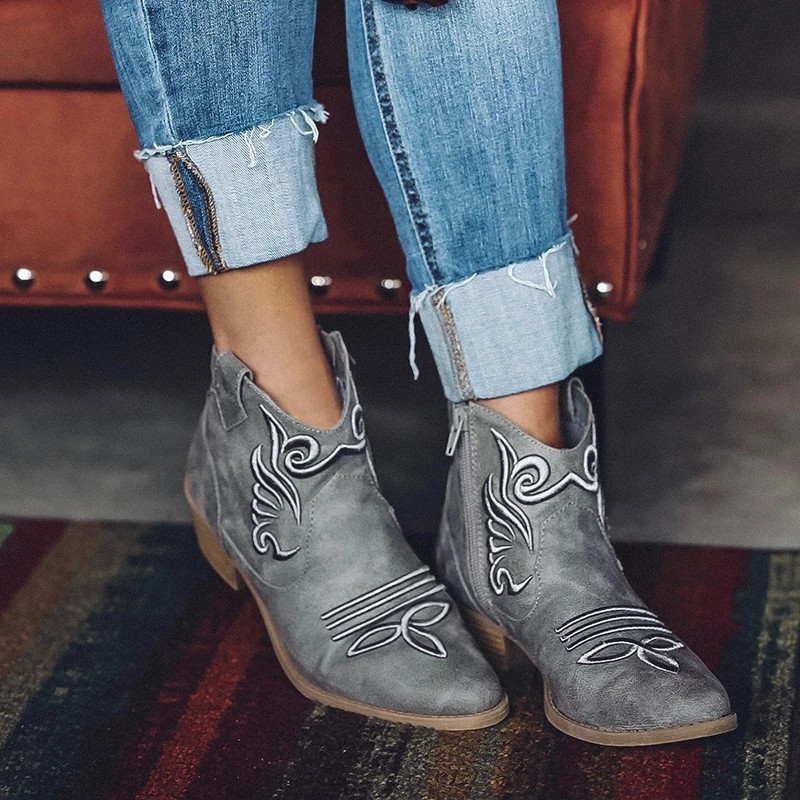 Women's Outside Shoes Leather Booties Round Head Embroidery Ethnic Style Knight Short Suede Boots