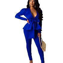 Blauwe vrouwelijke effen kleur zakelijke sets V-hals ruches top skinny broek CM639