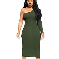 Robe mi-longue à épaules dénudées moulante verte pure couleur unie MN8085