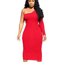 Robe mi-longue de couleur pure extensible rouge moulante à une épaule MN8085