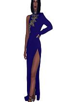 فستان بكتف واحد مزين بتطريز أزرق ومطرز بتفاصيل QZ4096