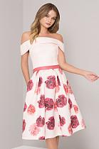 فستان بكتف مكشوف وطبعة وردة بكتف عاري