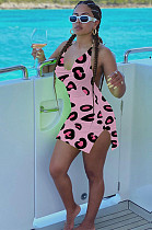 فستان بطبعة الجرافيك وردي مفتوح الظهر ED8188