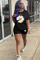طقم قميص و شورت بطبعة زهور الأقحوان أسود YT3218