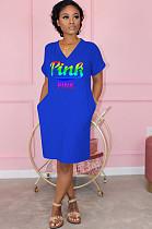 فستان بوليستر أزرق كاجوال بأكمام قصيرة ورقبة حرف (في)