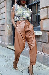 Calças casuais de couro pu abotoado com bolso oblíquo e cenoura AWL5812