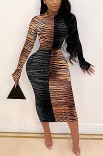 Vestido longo sexy de manga comprida em volta do pescoço emendado com listras de tigre de cintura alta FFE059