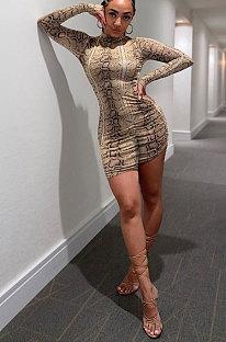 Wpmenswear気質長袖は自分の道徳パッケージを育てるヒップスカートファッションハイネックコブラ印刷ジャンプスーツFA7162