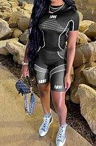 سروال رياضي أسود كاجوال بطبعة يوجية من قطعتين QQM4197