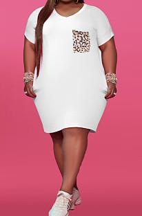 Модное платье с V-образным вырезом и леопардовым принтом с карманами YFS3689