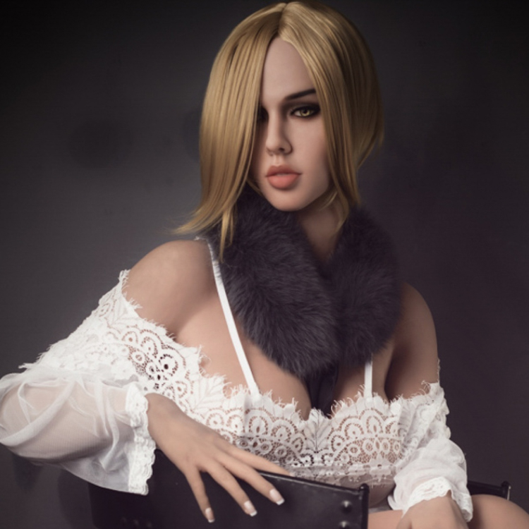 Well-developed lips, Voluptuous figure, Maure woman, Lumidolls, realbotix