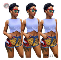 9042216 New women sequined denim shorts with lip pattern