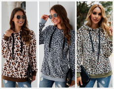 Leopard-print pocket tie-up cap Plush sweater