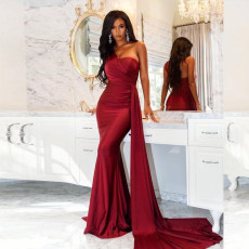 Fashion one shoulder sleeveless slim fitting dress
