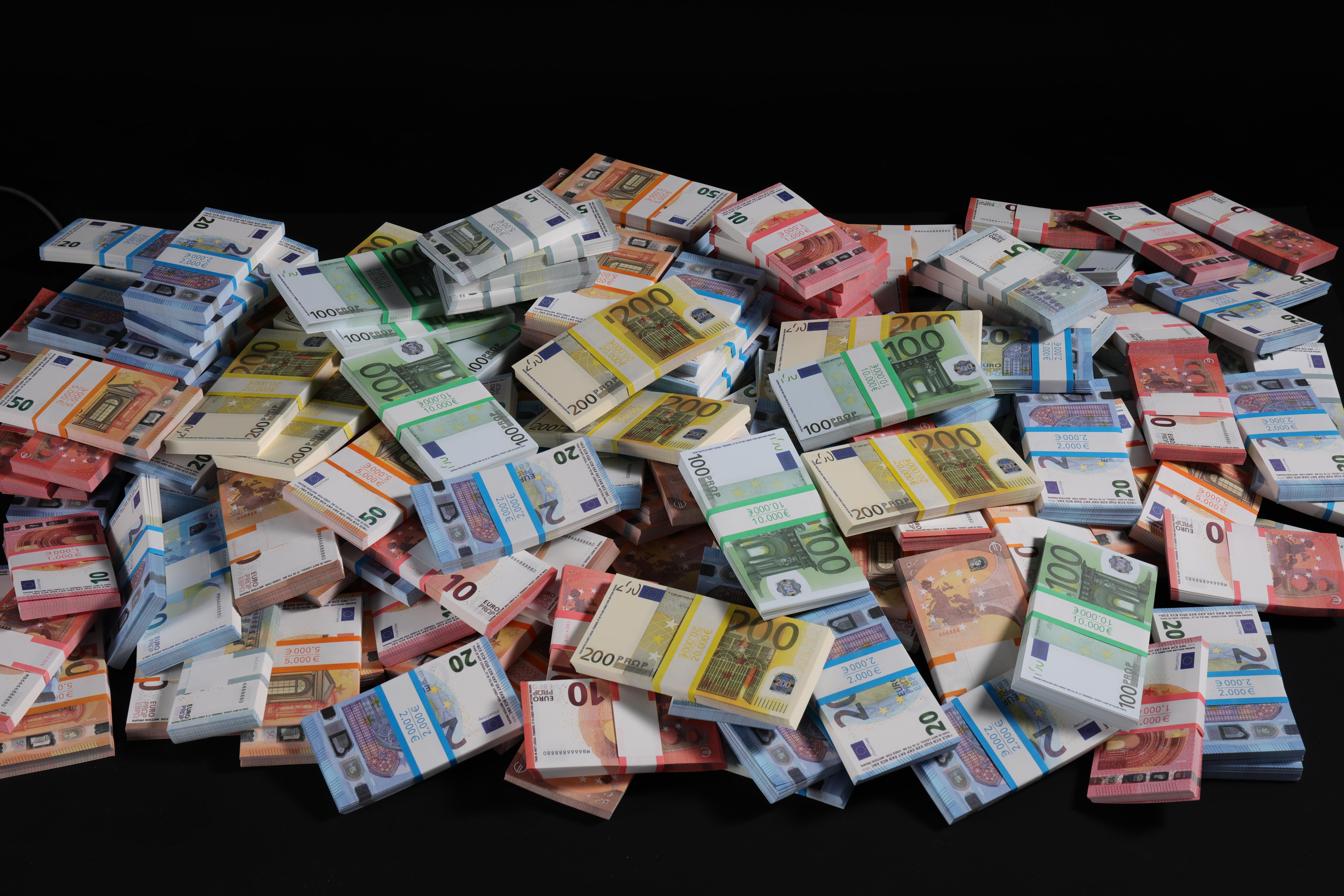 Play Movie Money - cover